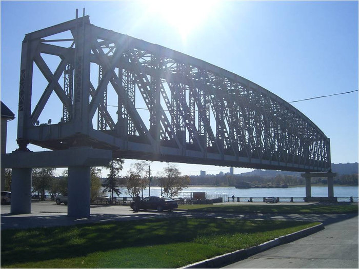 Все что осталось от старого железнодорожного моста