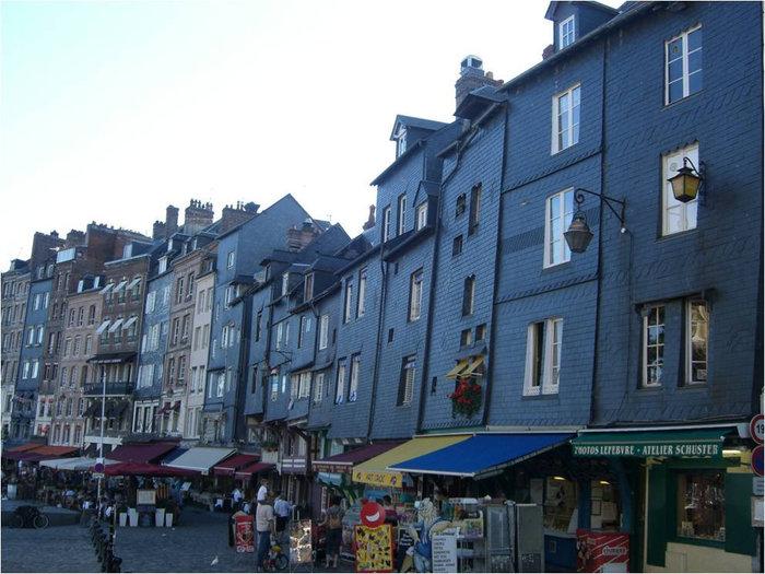 Архитектура города: синие дома