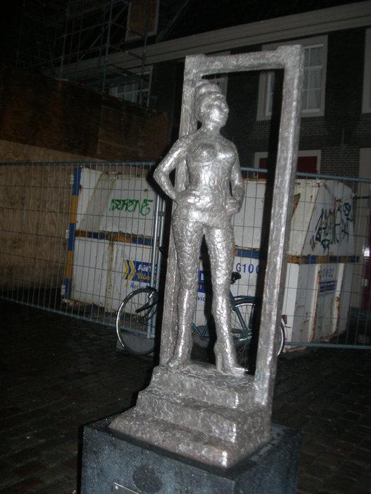Памятник проститутке