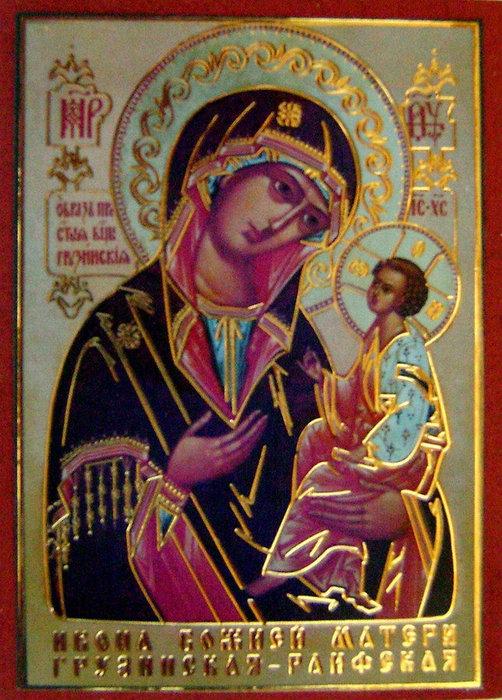 Главная святыня Раифы – Чудотворная икона Грузинской-Раифской Божьей Матери. К ней устремляется поток паломников, жаждущих в молитве перед Святым образом обрести телесное исцеление и успокоение в душе