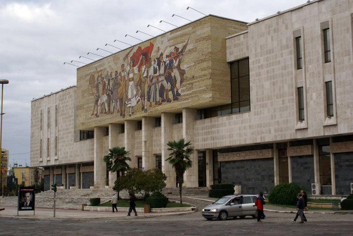 Картинная галерея в Тиране
