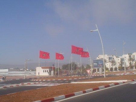 Нет, это не Зюганова встречают флагами, а короля Марокко