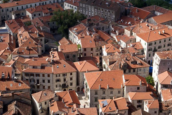 Черепичные крыши в Которе