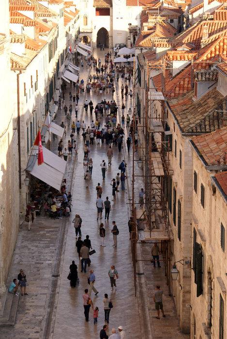 На центральной улице Дубровника