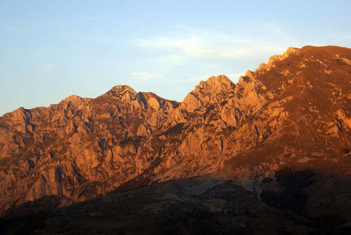 Закат в горах а границе Боснии и Черногории