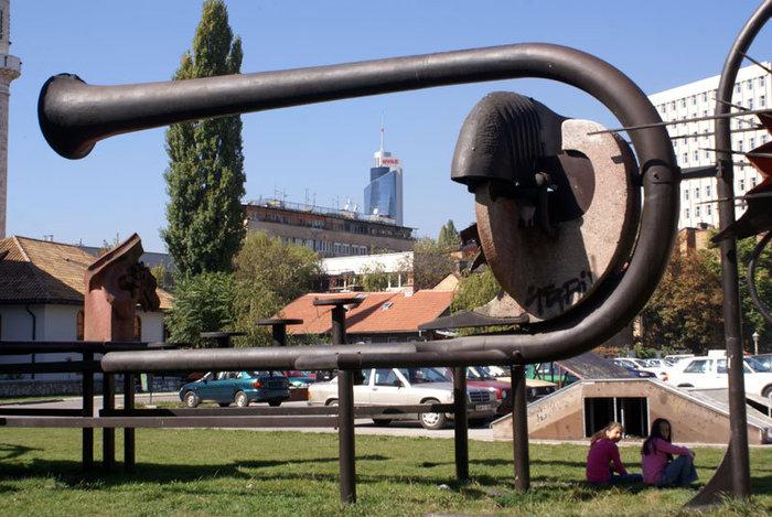 Авангардная скульптура в Сараево