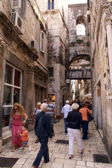 Узкая улочка в Старом Сплите