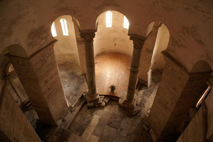 Внутри собора в Задаре
