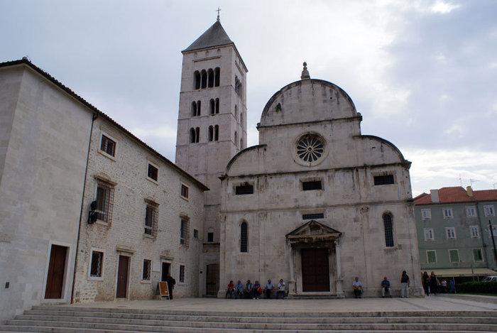 Старый собор и колокольня в Задаре