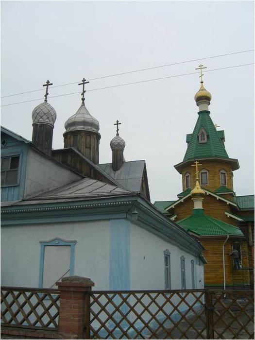 Вход на территорию был закрыт, поэтому удалось сфотографировать церковь лишь частично