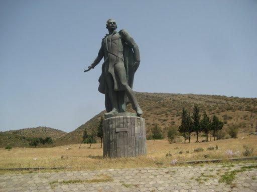 Памятник на выезде из Тбилиси в сторону Гори
