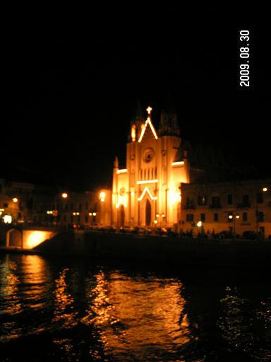 Церковь в ночи