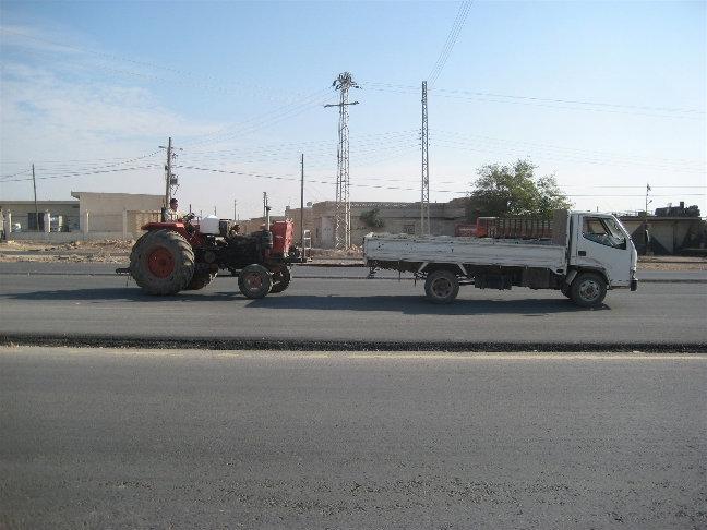 Грузовичок тянет трактор