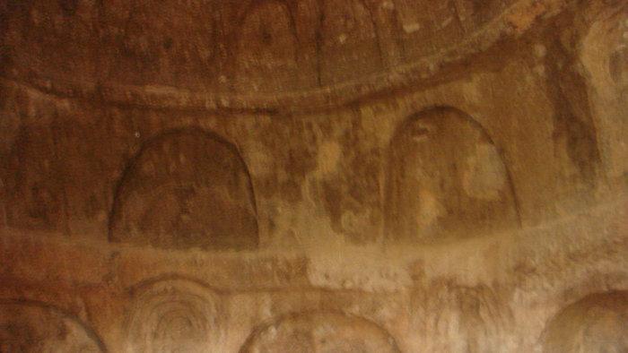 Стены внутри пещерной комнаты.