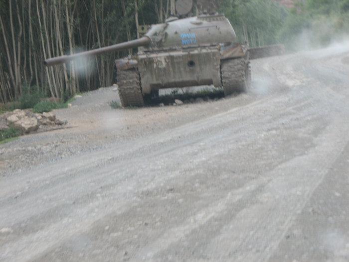 Этот танк стоит на дороге Бамиан-Кабул, вм 12 км от Бамиана.