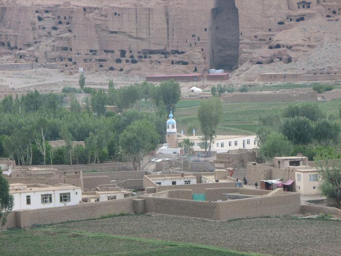 Панорама на статуи Будды.