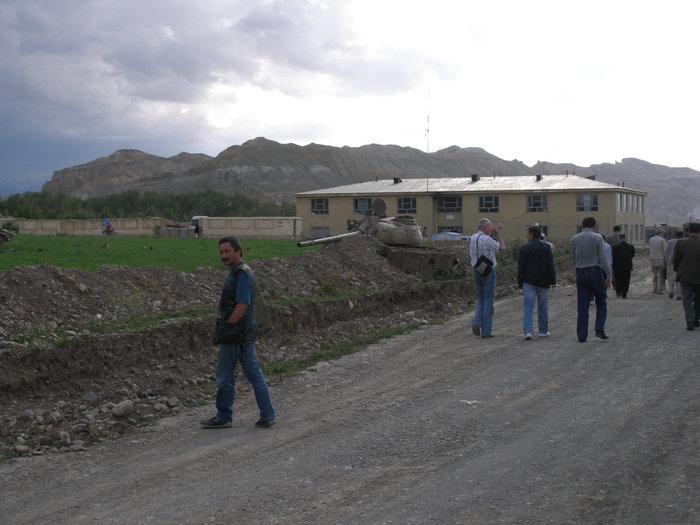 Бамиан, по дороге из полицейского участка в гостиницу.