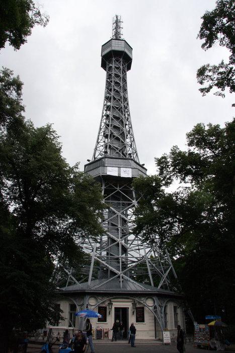 башня на холме Петршин