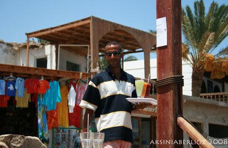 Мухаммед — хозяин кафе и кэмпинга в Масбате, всегда рад новым друзьям)