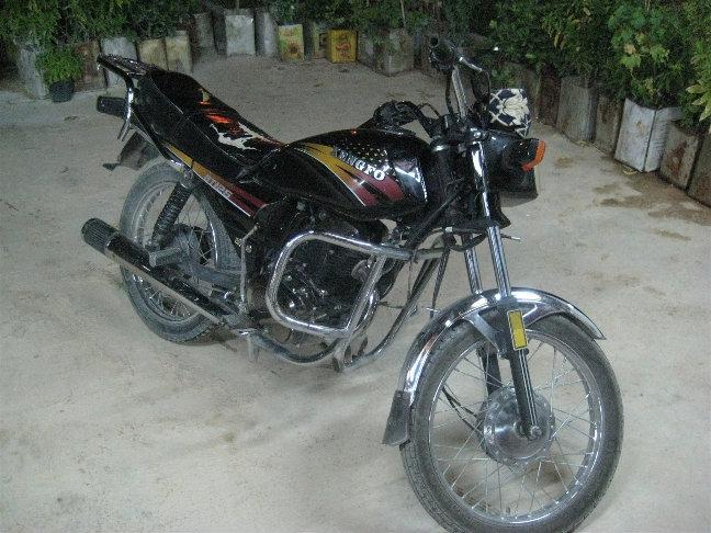 На этом мотоцикле я немного покатался