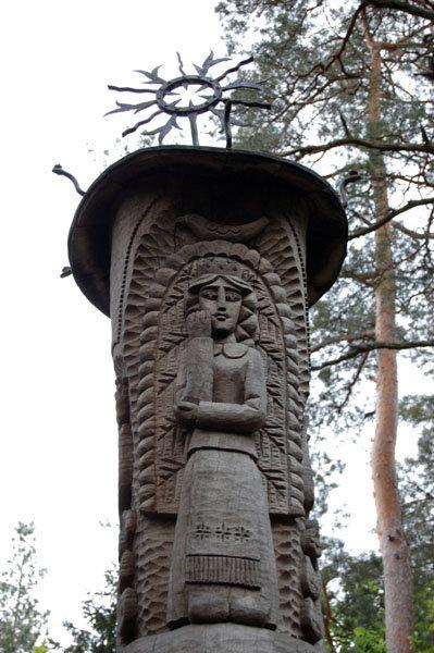 Эгле — королева ужей, героиня литовской сказки.