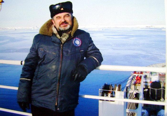 Владимир Соколов из посёлка Песочное, что на Ярославщине под Рыбинском, провел в Антарктиде семь зимовок или одиннадцать лет из 60 лет своей жизни. Он — антарктический долгожитель среди ярославцев.