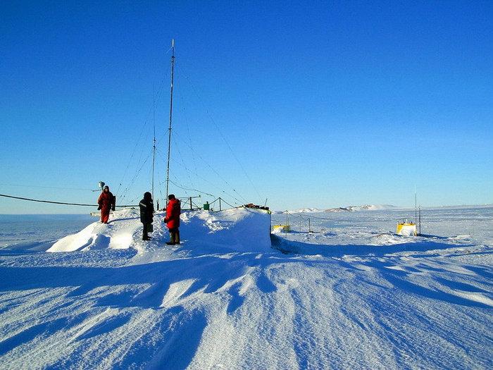 Антарктические будни. Прежде чем выйти в радиоэфир, нужно откопать радиостанцию