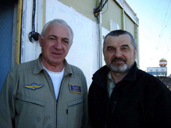 В Антарктиде работают настоящие герои — такие как Герой России, летчик, командир экипажа Ил-76 Рубен Есаян. Станция