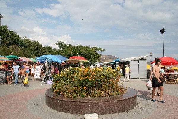 Площадь возле дома Волошина