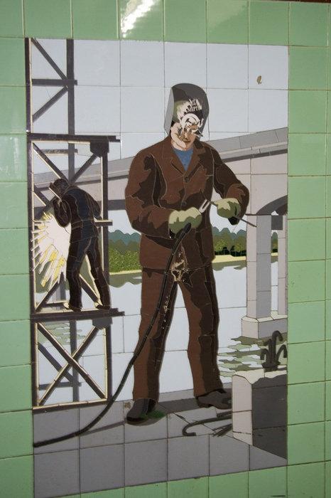 Монтажника-сварщика (на заднем плане всё тот же мост)