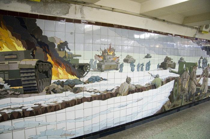 Ещё подбитые танки, убитые и горящие немецкие солдаты.