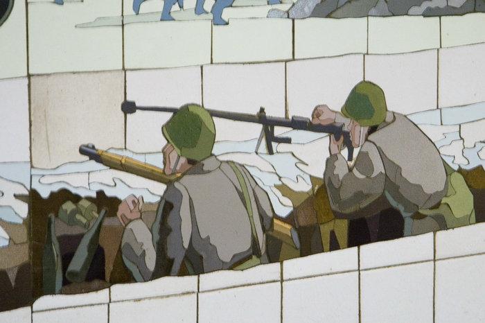 У бойцов стандартный противотанковый набор времен начала войны — ПТРД, гранаты, бутылки с зажигательной смесью.
