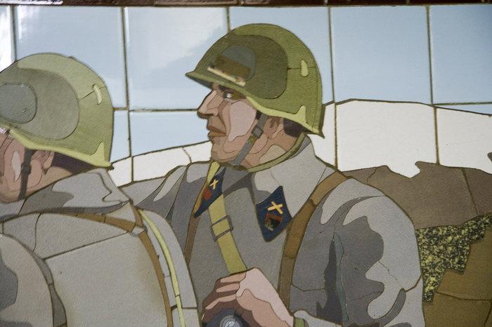 У офицера в петлице значок артиллерии и один кубик.