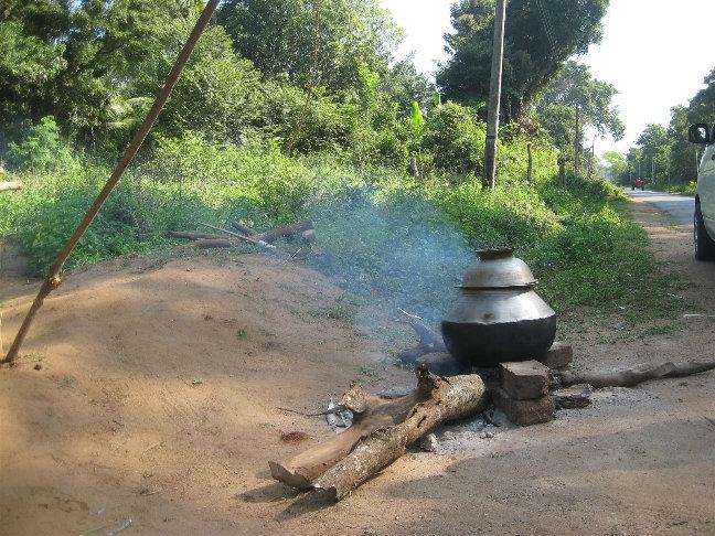 Еще одна остановка. Палатка с вареной кукурузой и овощами.
