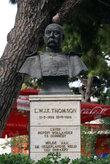 Памятник Томсону