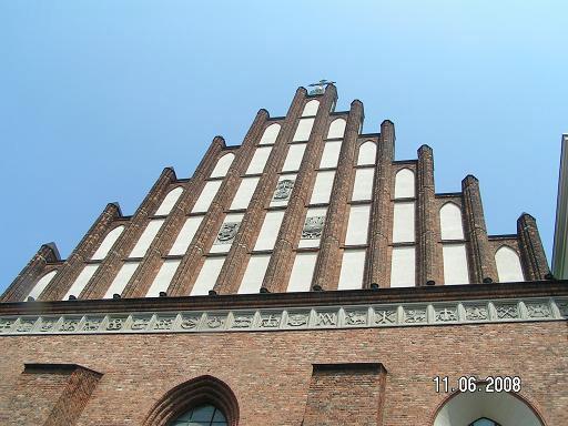 Верхняя часть фасада собора