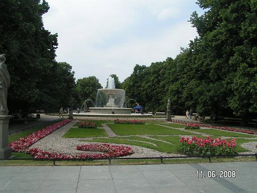 Центральная аллея парка