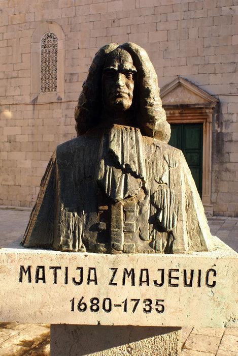 Памятник у церкви в Перасте Пераст, Черногория
