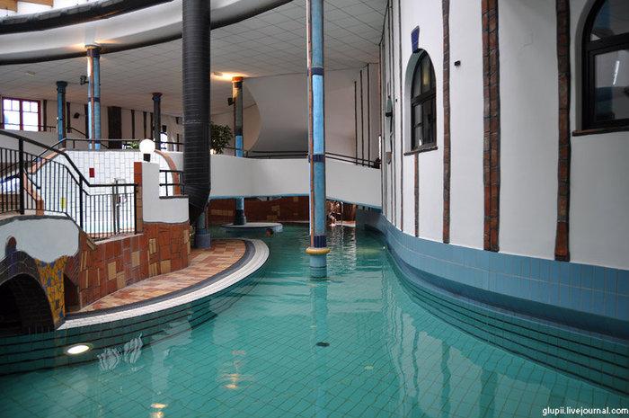 Один из внутренних бассейнов.