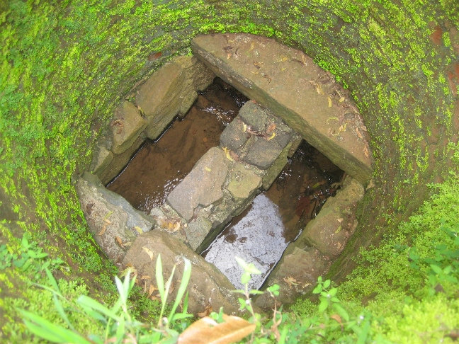 Это водопровод. Вода течет со стороны горы. Почему именно две трубы — никто не знает.