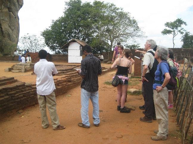 Туристы готовятся к подъему