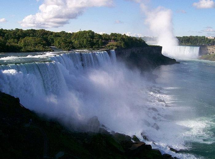Ниагарский водопад с американской стороны — American Falls.
