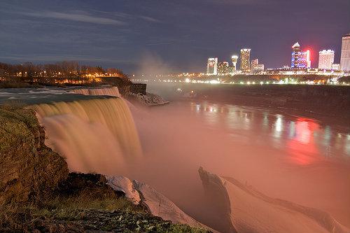 Вечером у Ниагарского водопада, вид на канадскую сторону. Фото с сайта  www.flickr.com