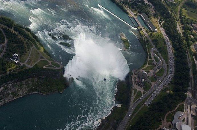 Вид на водопад с самолета — фото с сайта www.flickr.com
