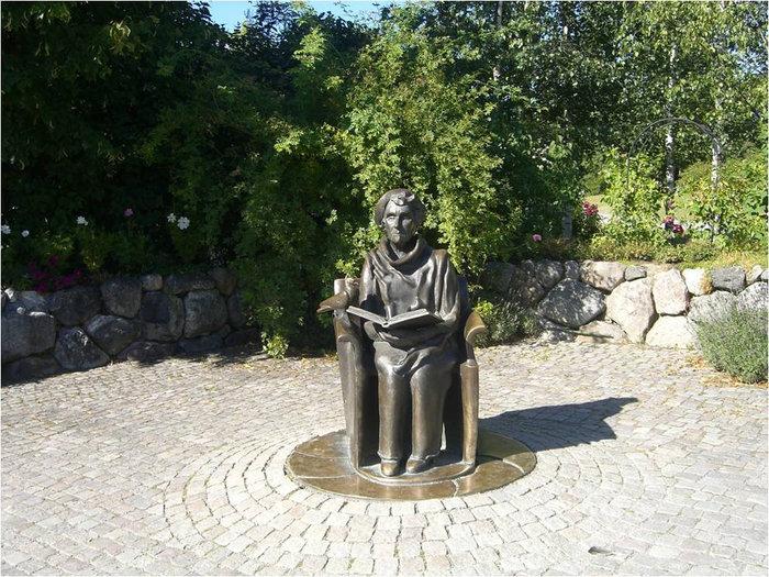 Памятник шведской писательнице