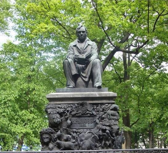 Памятник известному баснописцу