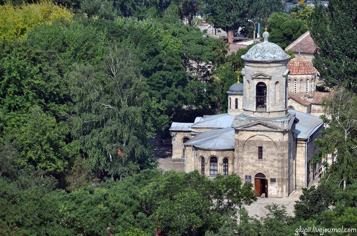 Вид на храм с горы Митридат.