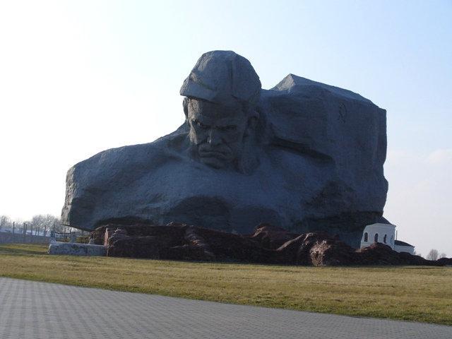 12. Главный монумент
