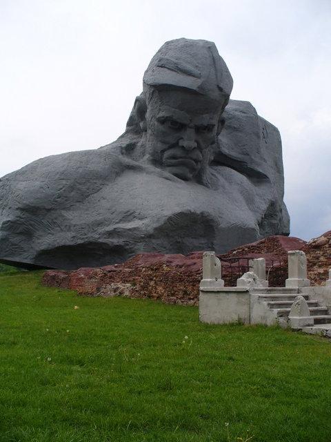 13. Главный монумент