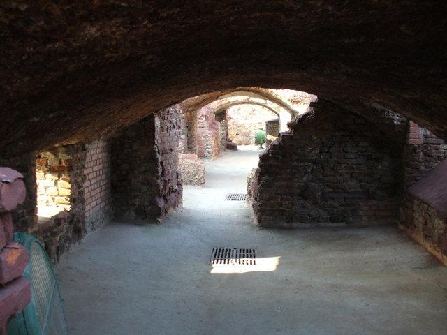 32. Руины Белого дворца